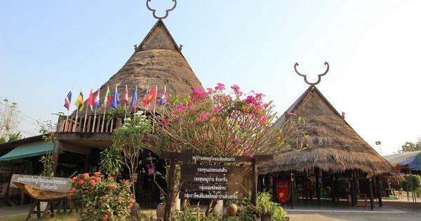 ศูนย์วัฒนธรรมไทยทรงดำบ้านหัวเขาจีน  (อ.ปากท่อ)